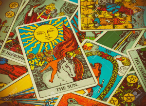 41527400-BANGKOK-THAILAND-MAY-5-illustrative-editorial-Rider-Waite-tarot--Stock-Photo